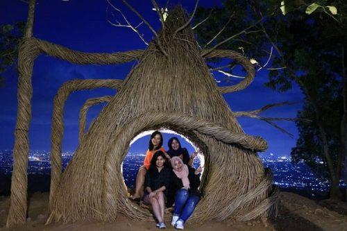 tempat wisata hutan pinus mangunan jogja2018