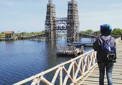 jembatan mangrove wana tirta